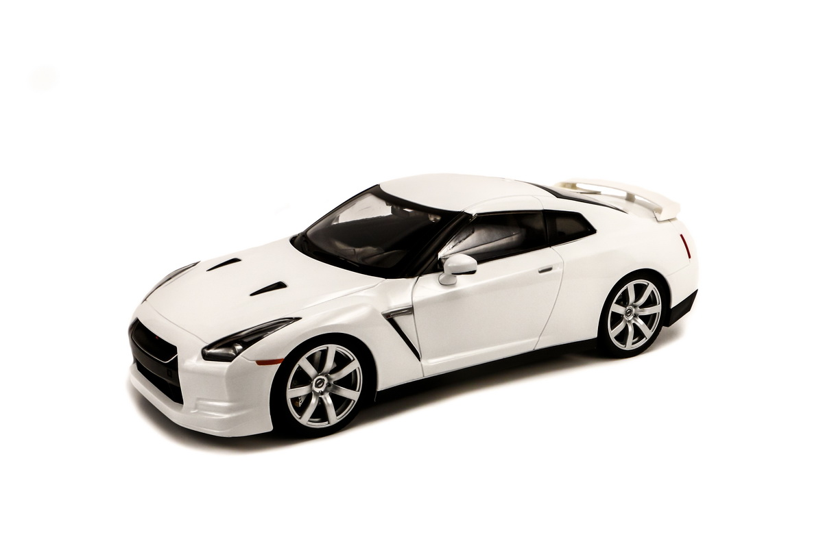MJX	1/14 NISSAN GT-R R35 (White, Ni-Cd Battery)